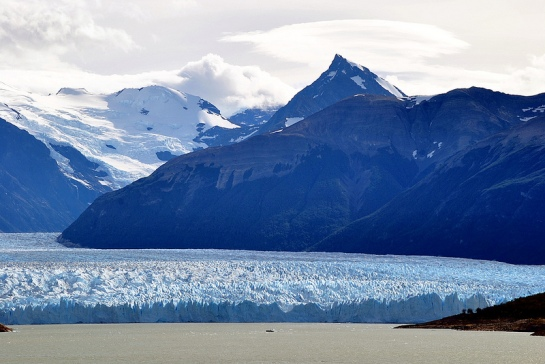 Premier belvédère, intéressant car on surplombe le glacier. La vision est complètement différente de ce que l'on avait depuis le bateau.
