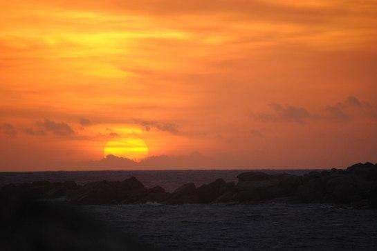 On s'échappe un peu en fin d'après-midi pour aller marcher en bord de mer et profiter d'un somptueux soleil couchant.